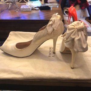 Badgley Mischka bow heel white satin pumps.